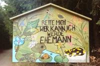 Bild von Schülern gestaltete Amphibienschutztafel